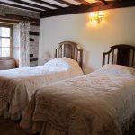 Twin bedroom in Alexanderstone Manor